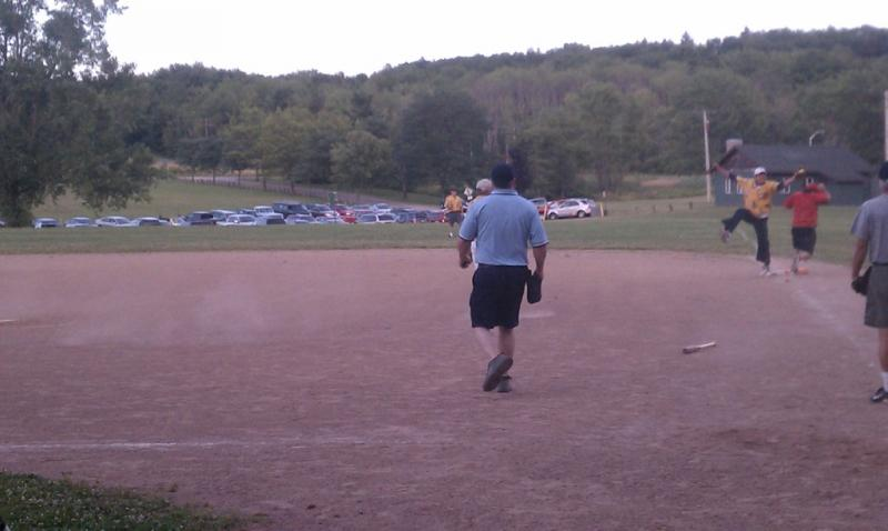 Larry Allen makes great catch at 1st base for the Surfin' Birds